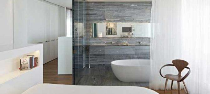 Paneles de vidrio, la mejor opción para vestir las paredes del baño