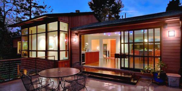 5 formas de modernizar una casa con vidrio