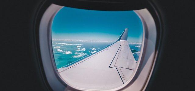 ¿De qué están hechas las ventanas de un avión?