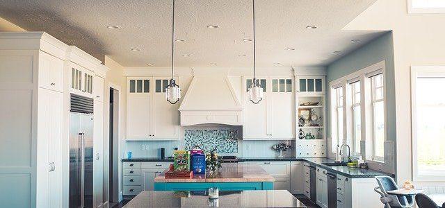 ¿Por qué no usar cenefas en tu cocina?